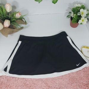 Nike dri-fit tennis skirt-short size M black & whi